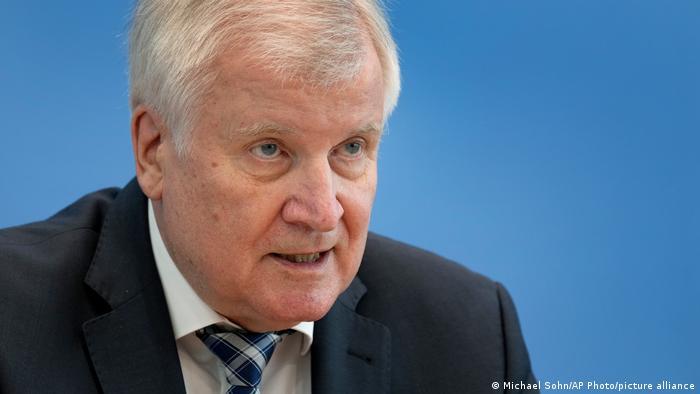 وزیر کشور آلمان: اخراج پناهجویان افغان ادامه مییابد